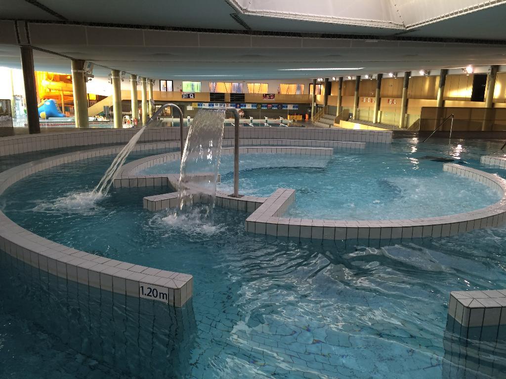 Centre aquatique de b thune piscine l 39 invitation for Horaire piscine avallon
